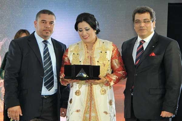 الممثلة المغربية سعيدة باعدي تتسلم الجائزة