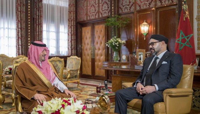 العاهل المغربي لدى استقباله وزير الداخلية السعودي