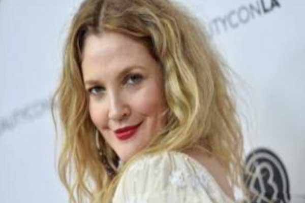 الممثلة درو باريمور تؤكد أن المقابلة مختلقة