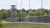 سجناء يستخدمون