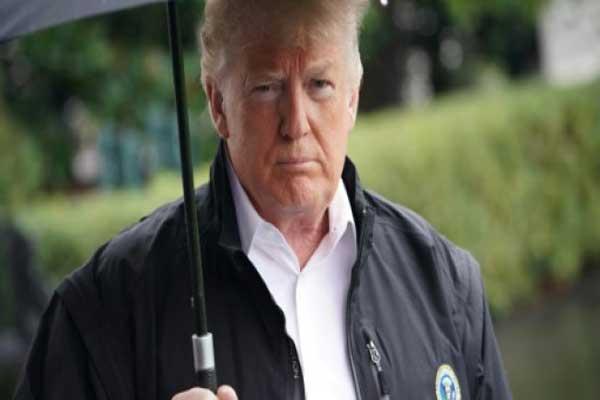 ترمب في حديقة البيت الأبيض الاثنين قبل توجّهه إلى ولاية فلوريدا لتفقد الأضرار الناجمة من الإعصار مايكل