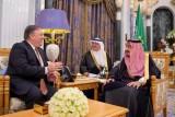 العاهل السعودي يلتقي وزير الخارجية الأميركي في الرياض