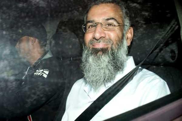 أنجم تشودري مغادرا سجن بيلمارش يوم الجمعة