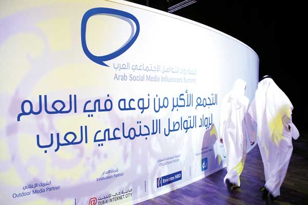 مناقشات القمة تهدف إلى مواكبة التأثير المتنامي لوسائل التواصل الاجتماعي حول العالم