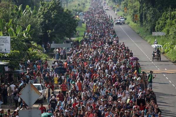 لاجئون من هندوراس في طريقهم إلى أميركا