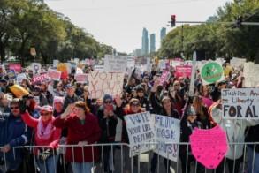 متظاهرون يحتجون على سياسة حكومة ترمب