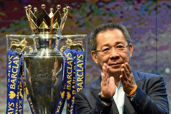 سريفادانابرابا يحتفل بإحراز فريقه لقب الدوري الإنكليزي الممتاز لكرة القدم