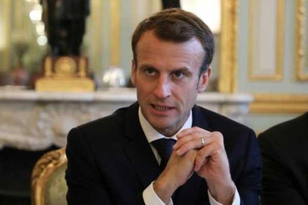 الرئيس الفرنسي إيمانويل ماكرون خلال اجتماع مع مدافعين عن حقوق الإنسان في قصر الإليزيه في باريس في 29 أكتوبر 2018