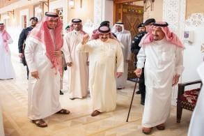 العاهل السعودي خلال استقباله ملك البحرين