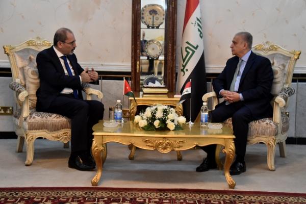 وزيرا خارجية العراق محمد علي الحكيم والاردن أيمن الصفدي خلال اجتماعهما في بغداد اليوم
