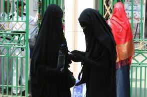 منقبتان في الشارع المصري