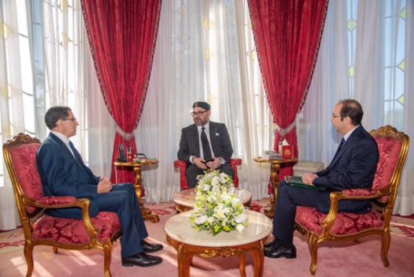 الملك محمد السادس لدى استقباله أمس رئيس الحكومة ووزير الصحة