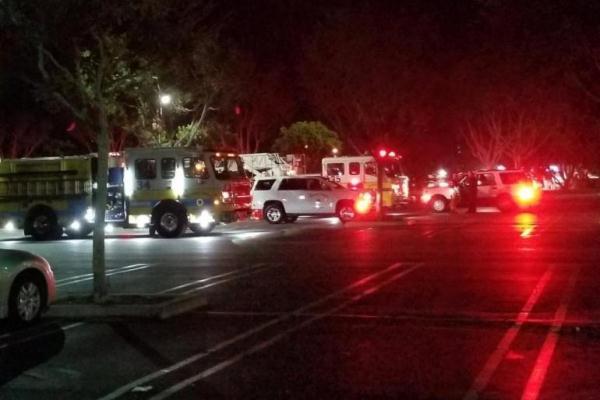 سيارات الشرطة تهرع إلى مكان الحادث