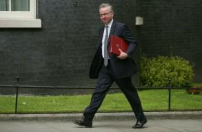 مايكل غوف وزير البيئة البريطاني يخطط هو 4 من زملائه لتشكيل ما يمكن تسميته