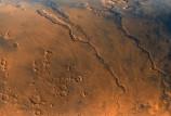فيضانات هائلة حفرت ودياناً عميقة في سطح المريخ