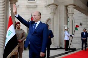 برهم صالح عند بوابة القصر الرئاسي في بغداد