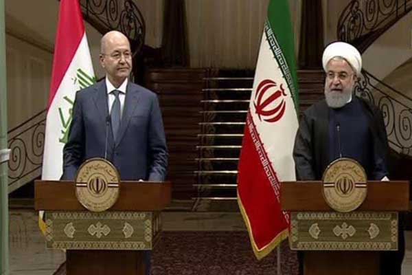 الرئيسان العراقي صالح والإيراني روحاني خلال مؤتمرهما الصحافي في طهران