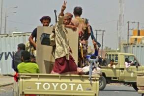 عناصر من قوات الحكومة اليمنية في الضواحي الشرقية من مدينة الحديدة