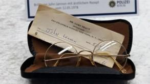 محاكمة مشتبه في إخفائه قطعًا مسروقة عائدة إلى جون لينون في ألمانيا
