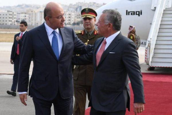 العاهل الأردني الملك عبد الله الثاني مستقبلا الرئيس العراقي برهم صالح لدى وصوله إلى عمان