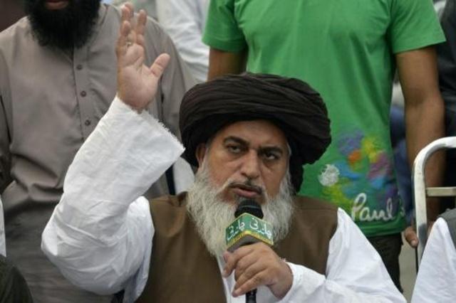 زعيم حركة لبيك باكستان رجل الدين خادم حسين رضوي