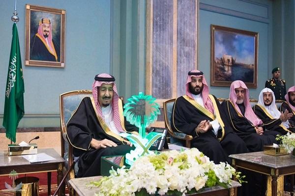 الملك سلمان بن عبد العزيز خلال تدشين مشروعات تبوك بحضور ولي العهد السعودي