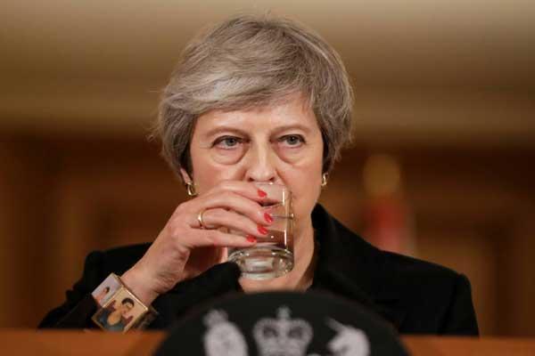 رئيسة الوزراء البريطانية تيريزا ماي في مؤتمر صحافي في لندن بتاريخ 15 نوفمبر 2018