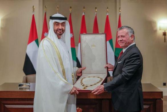 الملك عبدالله الثاني يقلّد الشيخ محمد بن زايد أرفع وسام مدني في الأردن