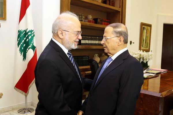 رئيس الجمهورية اللبنانية ميشال عون خلال لقاء مع وزير الخارجية العراقية إبراهيم الجعفري