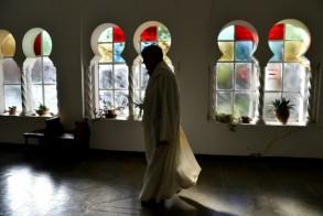 راهب في دير تبحيرين في الجزائر