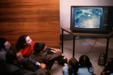 هل أطلق الشباب رصاصة الرحمة على التلفزيون التقليدي؟