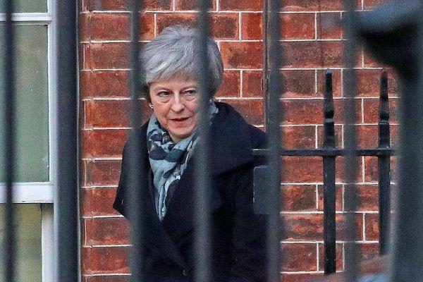 ماي مغادرة مقر إقامتها في الطريق إلى بروكسل