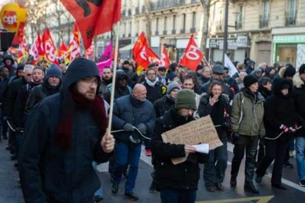 تظاهرة دعت إليها الكونفدرالية العامة للعمل في باريس في 14 ديسمبر 2018 للمطالبة بزيادة الأجور ورواتب التقاعد