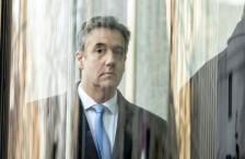 محامي ترمب السابق يبكي
