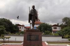 جامعة غانا تزيل تمثالًا لغاندي من حرمها: لا مكان للعنصرية بيننا