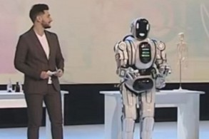 الروبوت بوريس ما هو إلا إنسان في زي روبوت