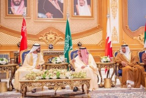 الملك سلمان مستقبلا الشيخ محمد بن راشد