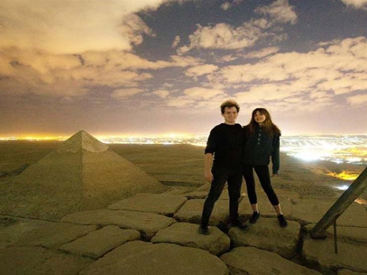 المصور الدنماركي وصديقته فوق الهرم