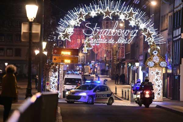 وحدات من الشرطة في ستراسبورغ في شرق فرنسا إثر إطلاق نار مساء الثلاثاء 11 ديسمبر 2018