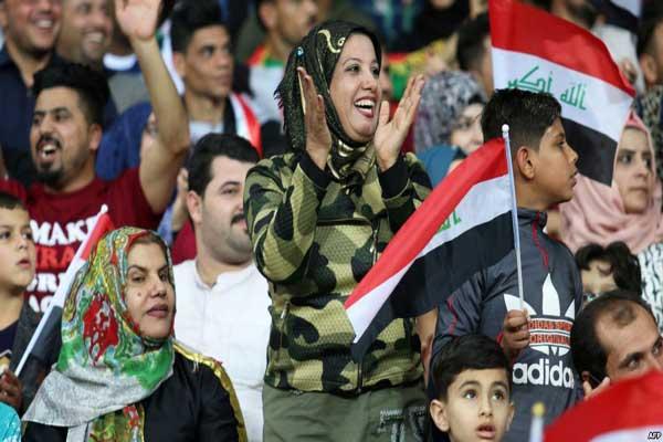 شبان عراقيون في أحد ملاعب الكرة