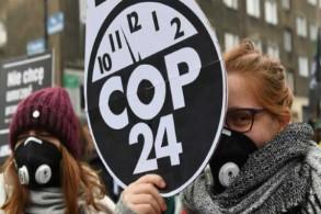محتجون خلال مؤتمر الأمم المتحدة للمناخ في كاتوفيتسي في بولندا بتاريخ 8 ديسمبر 2018