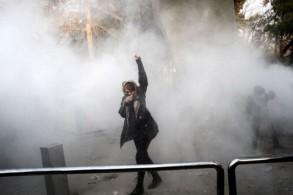 النظام الإيراني الحالي غير قادر على الاستجابة لمطالب المجتمع - صورة من تظاهرة في جامعة طهران في ديسمبر 2017