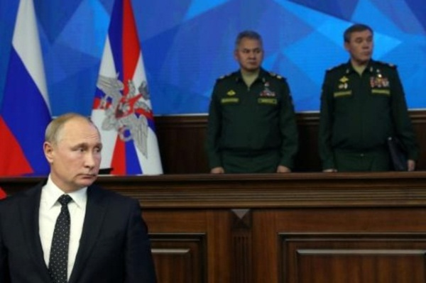 الرئيس الروسي فلاديمير بوتين في وزارة الدفاع الروسية في وسط موسكو