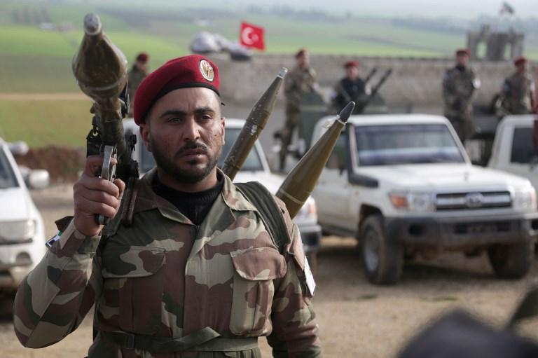 مقاتلون سوريون مدعومون من تركيا