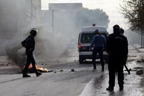مواجهات بين الشرطة والمحتجين في القصرين بعد أن أحرق مصور نفسه احتجاجا على تردي وضعه الاجتماعي
