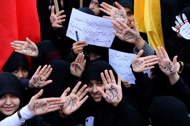 ايرانيات خلال تظاهرة امام المقر السابق للسفارة الاميركية في طهران 4 تشرين الثاني/نوفمبر لاحياء ذكرى اقتحامها عام 1979