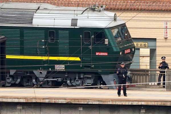 القطار الذي يقلّ الزعيم الكوري الشمالي يصل إلى بكين