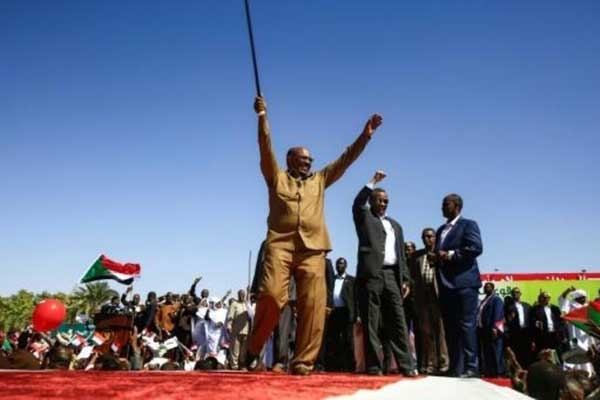 الرئيس السوداني أثناء تجمع لأنصاره في الخرطوم في 9 يناير 2019
