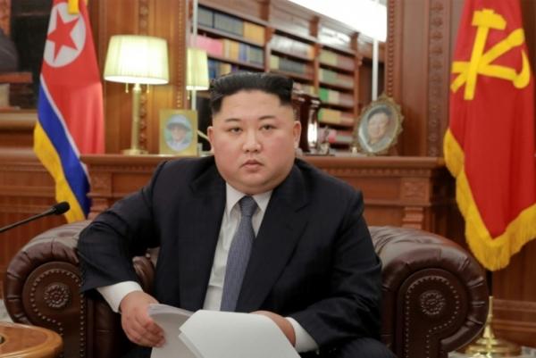 صورة وزعتها وكالة الانباء المركزية الكورية الشمالية تظهر زعيم كوريا الشمالية كيم جونغ أون