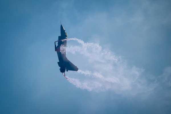 مقاتلة جاي-10 بي الصينية خلال عرض جوي في تشوهاي بتاريخ 6 نوفمبر 2018